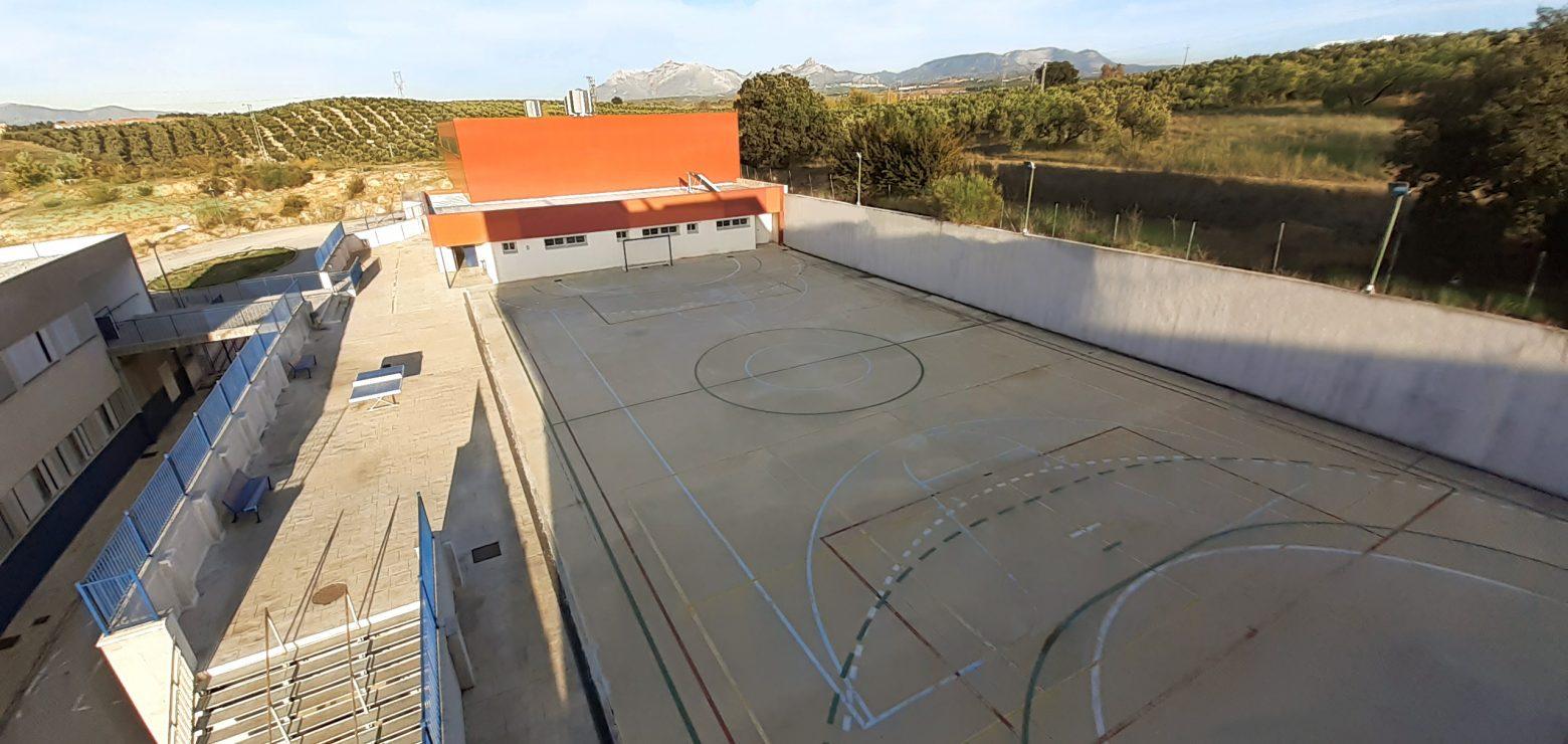 Pista deportiva exterior del colegio residencial Novaschool