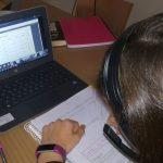 Realizando la tarea en casa con el seguimiento del profesor online
