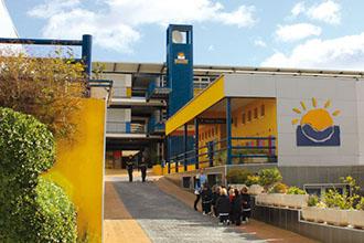 Entrada al colegio privado de Málaga