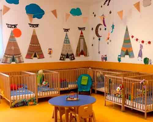 Aula con cunas de bebé de la escuela infantil de Málaga Centro